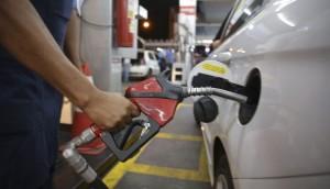 Associações pedem que Reinaldo revogue aumento do ICMS da gasolina